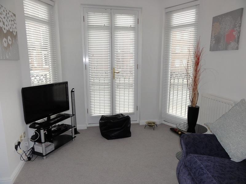 Bright and spacious 2 bedroom city centre apartment