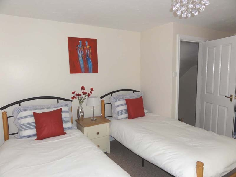 Holiday cottage also offers a twin bedded room with mirrored wardrobes